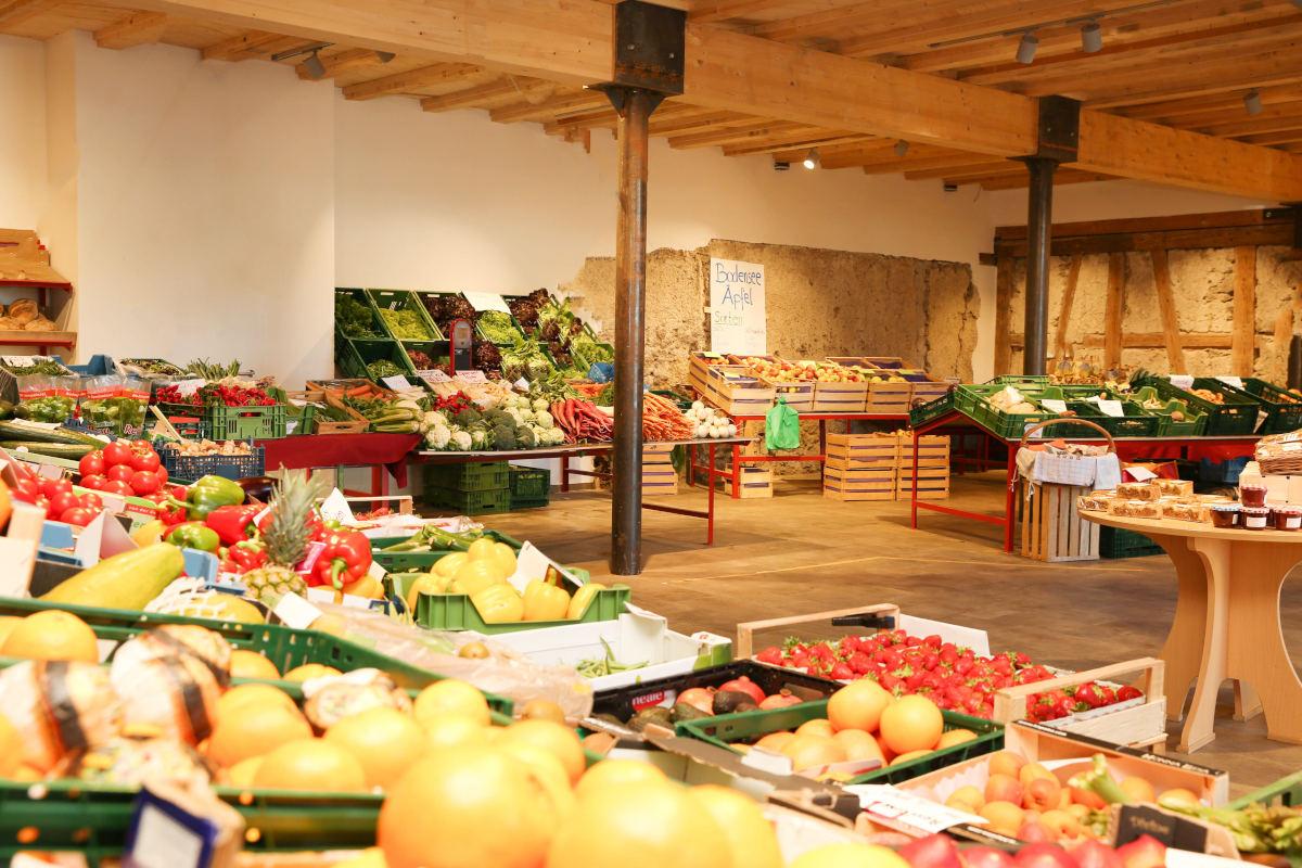Wochenmarkt-Saisonfruechte_Obstscheune-Innenansicht-Streicher-Aach-Linz_Bodensee_lowres